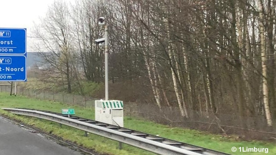 Camera's op A73 meten vervoer gevaarlijke stoffen