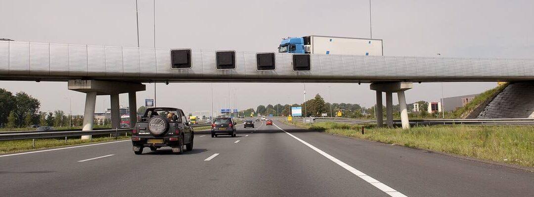 Vrachtwagenbrand op A12 bij Gouda: 31 ton loodaccu's en 1 li-ion accu